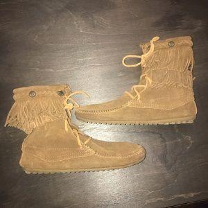 Minnetonka Moccasin Ankle Fringe Boots size 7